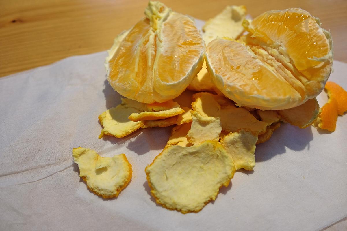 半分に割ったオレンジ