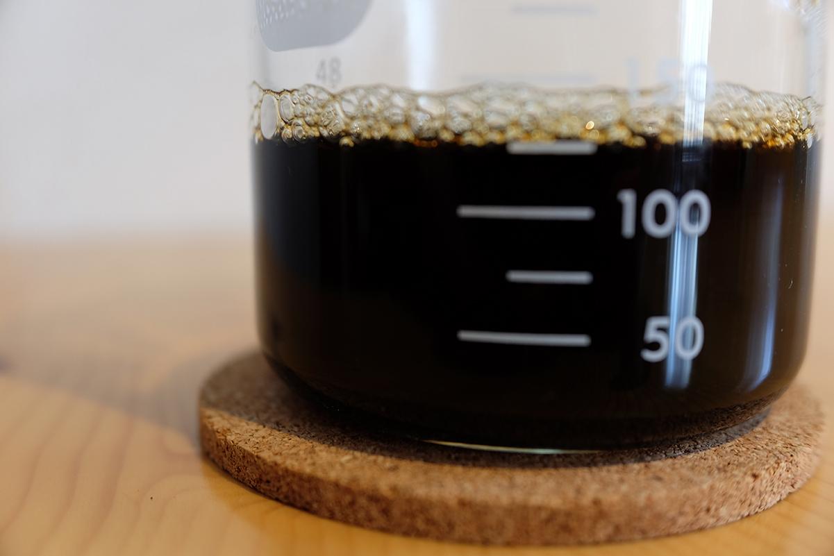 ナイスカットミルのメモリ3で挽いたコーヒー豆を使って抽出したコーヒー