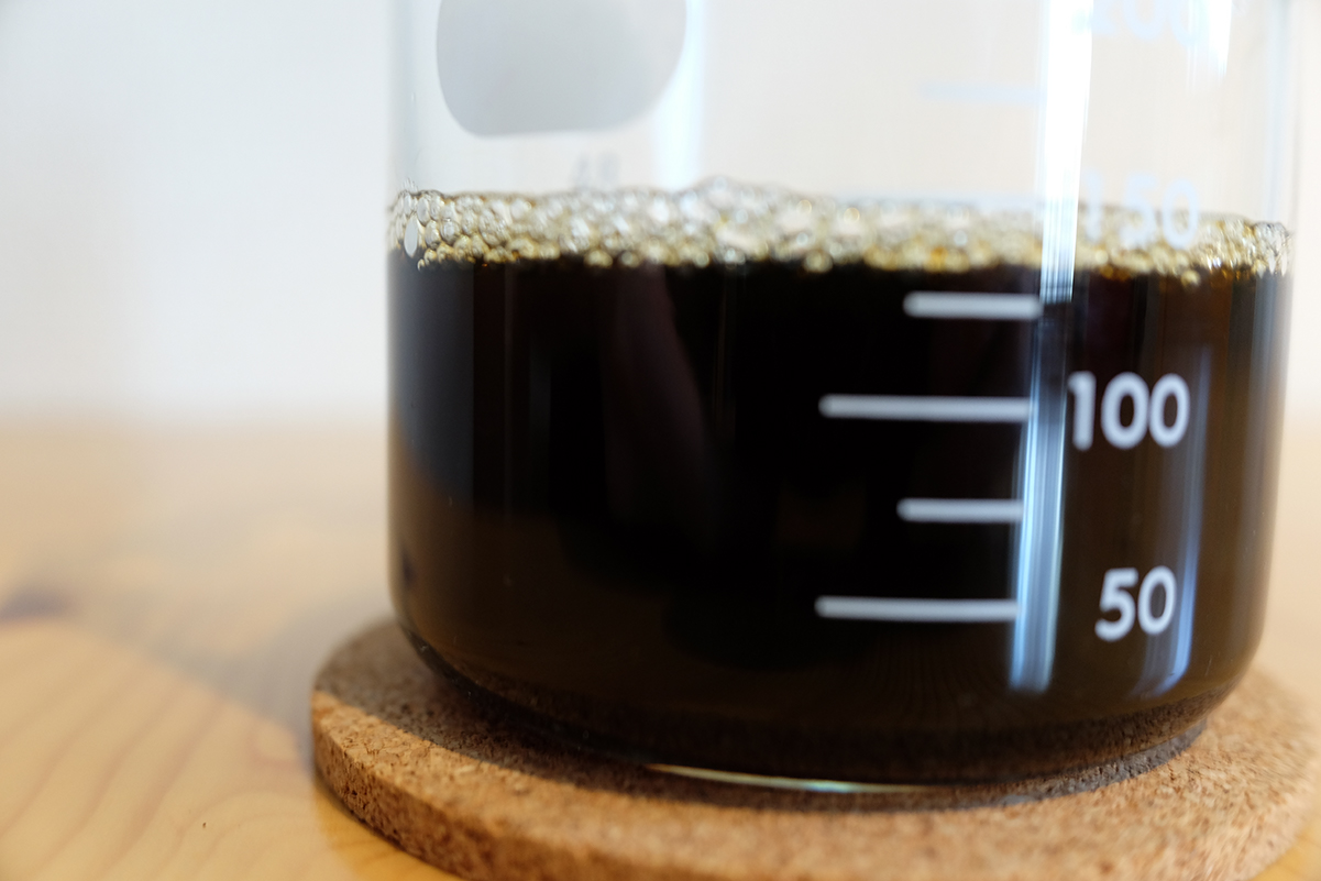 ナイスカットミルのメモリ7で挽いたコーヒー豆を使って抽出したコーヒー