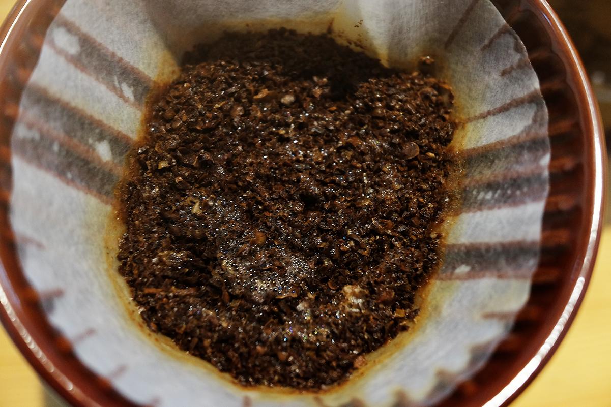 コーヒー粉の全体にお湯を注いだ場合