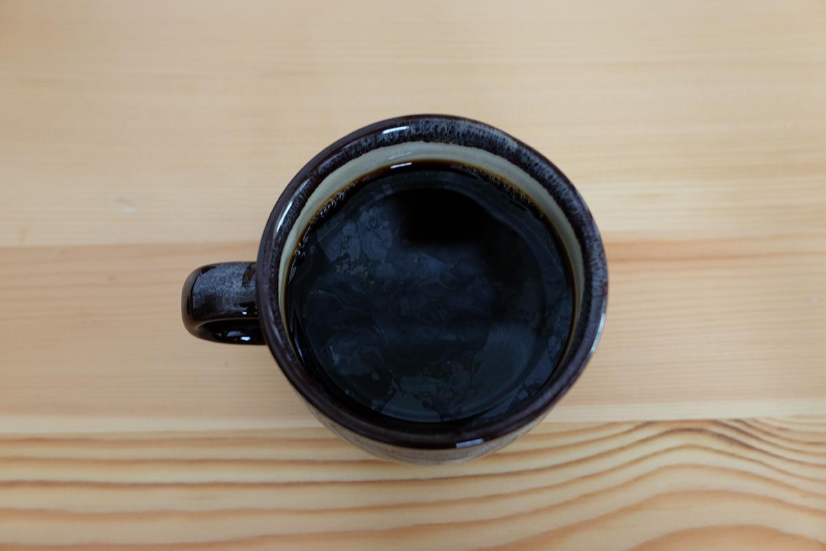 室温で粉の状態で保存したコーヒー豆で抽出したコーヒー