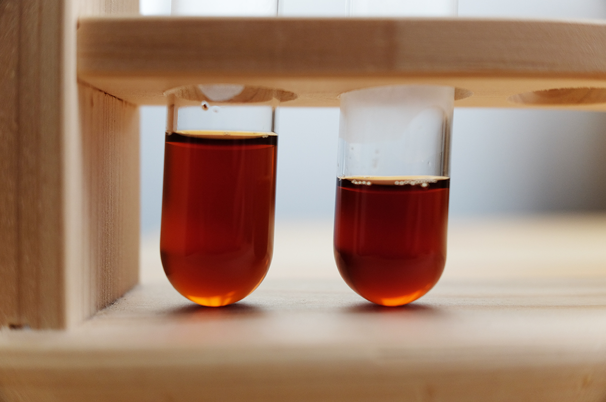 水道水と浄水で淹れたコーヒーの色の比較