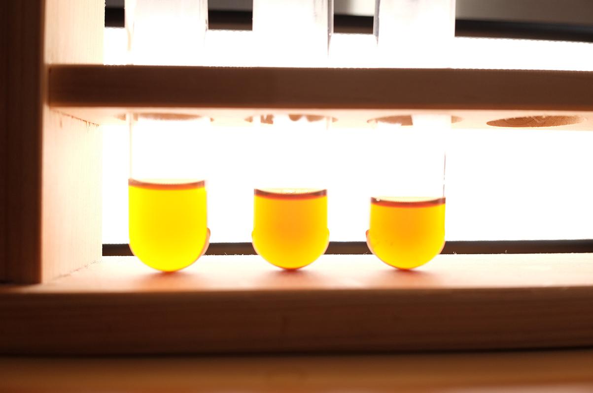 コーヒーの蒸らし時間と色の違い ライトアップ