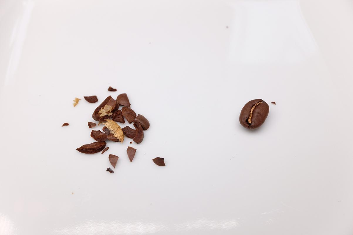 砕いたコーヒー豆