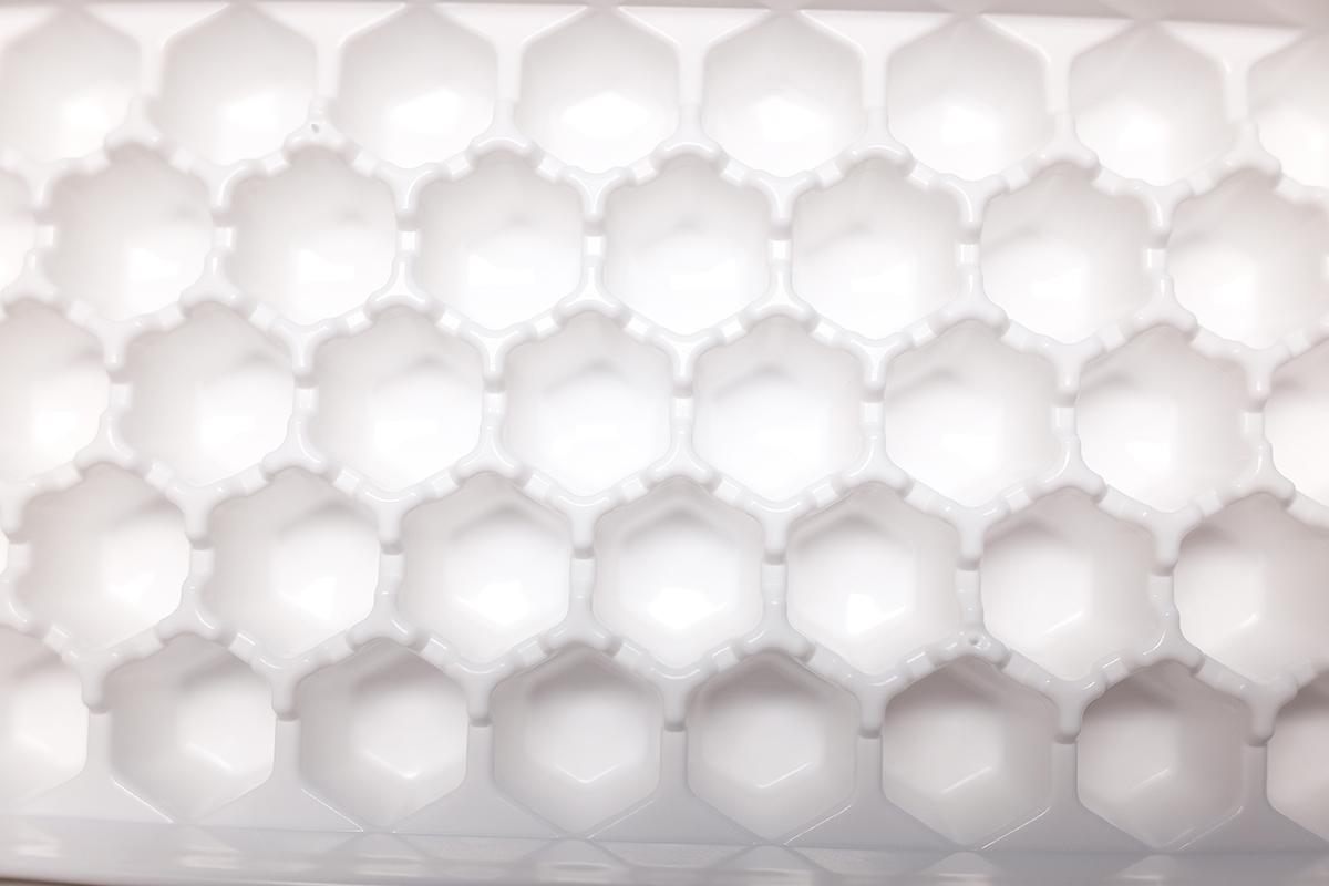 六角形の製氷皿の穴