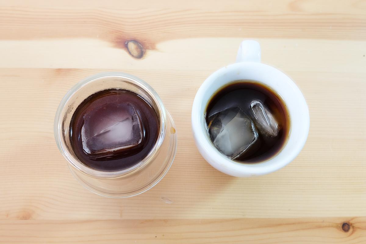 2杯のアイスモカコーヒー