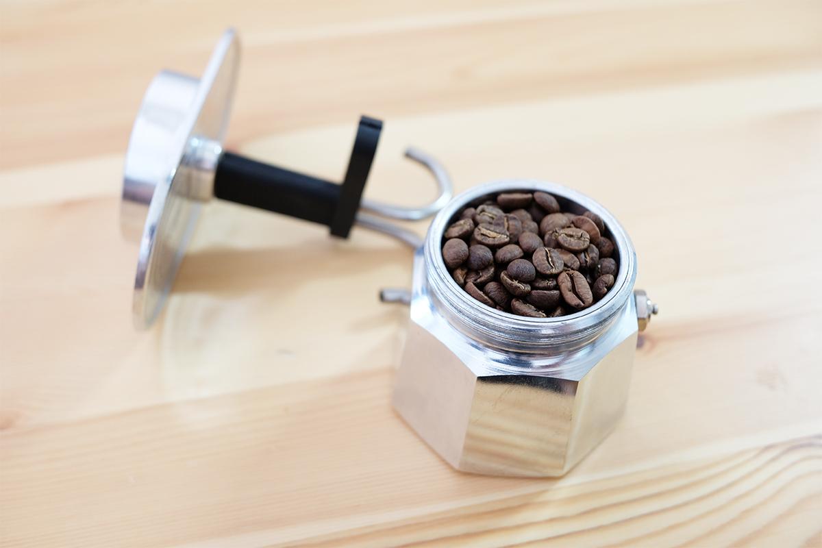 コーヒー豆が入ったミニエキスプレス