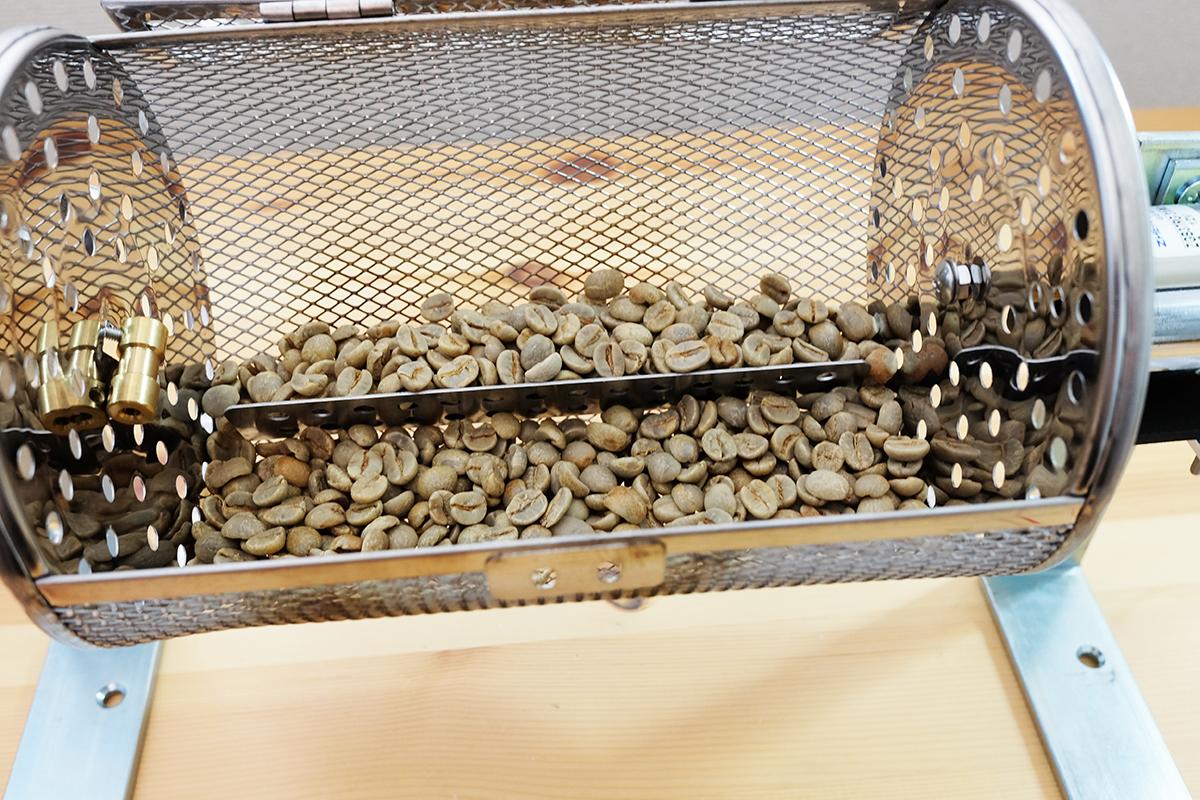 自作コーヒー豆焙煎機に入れたコーヒー生豆