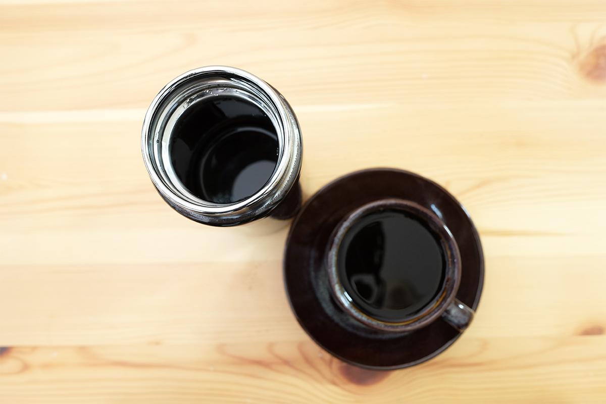 魔法瓶で保温したコーヒーと淹れたてのコーヒー