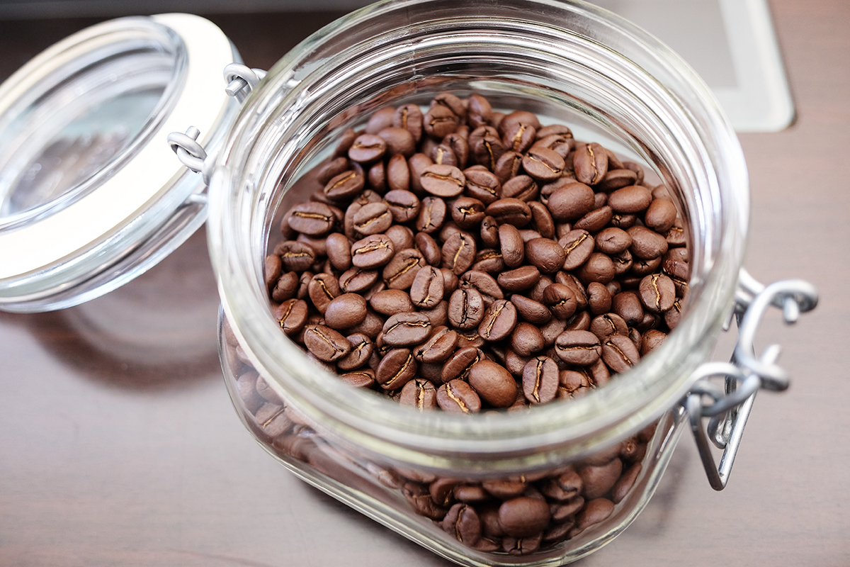 瓶に入ったコーヒー豆