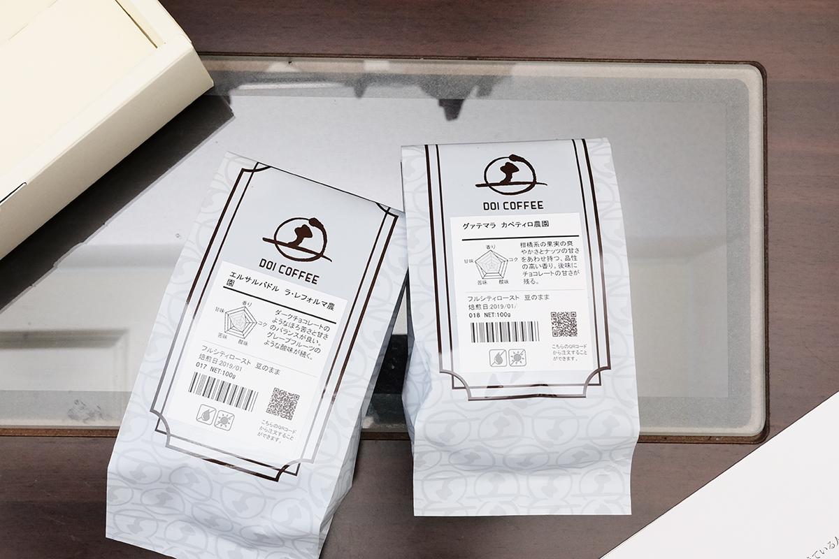 土居珈琲のコーヒー豆が入ったパッケージ