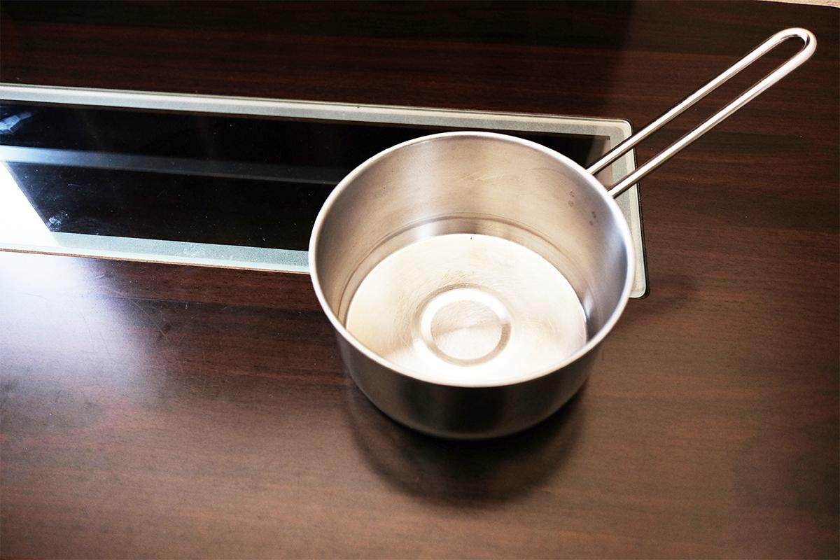 銀色の小鍋