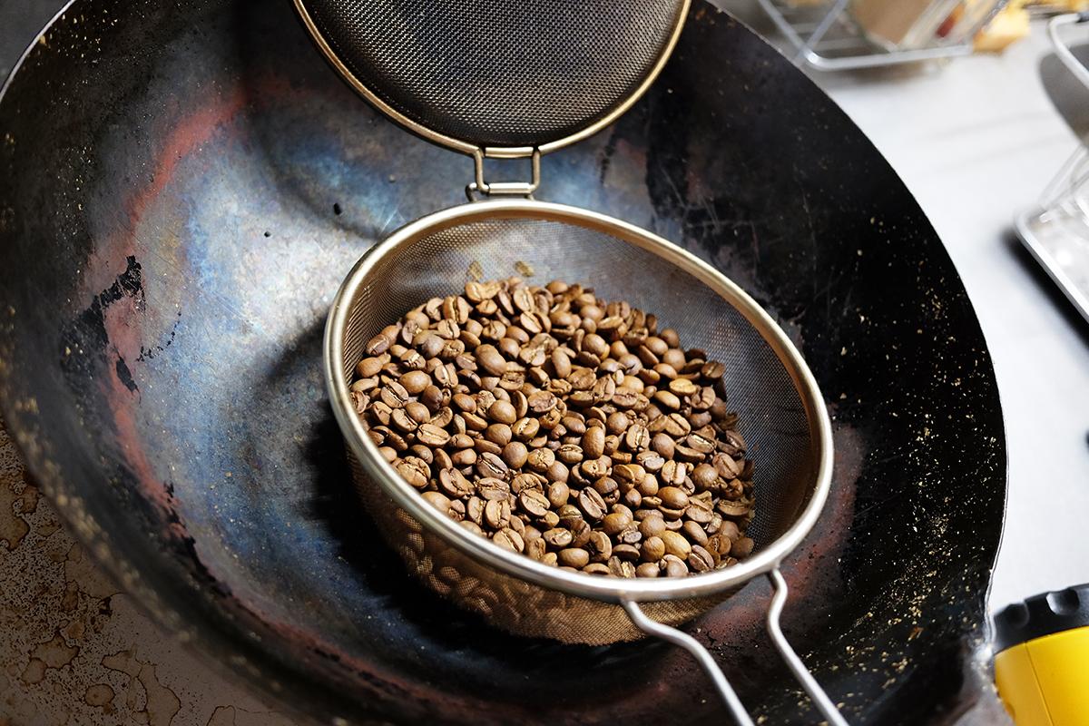熱風焙煎開始から10分が経過したコーヒー豆
