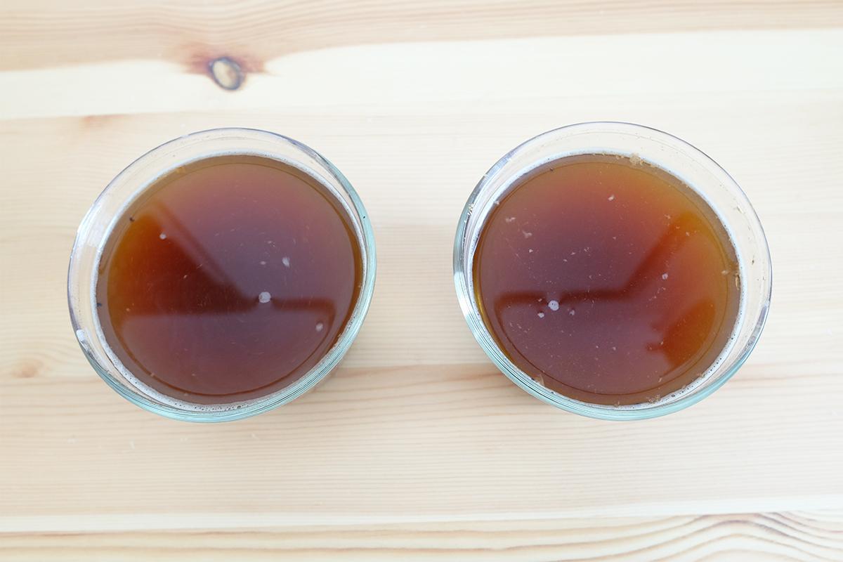 2杯のカッピング用コーヒー