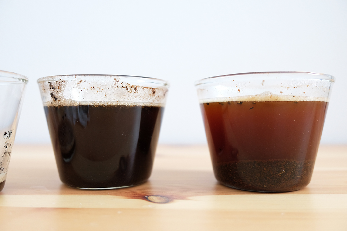 お湯を注いでから4分経過したコーヒー