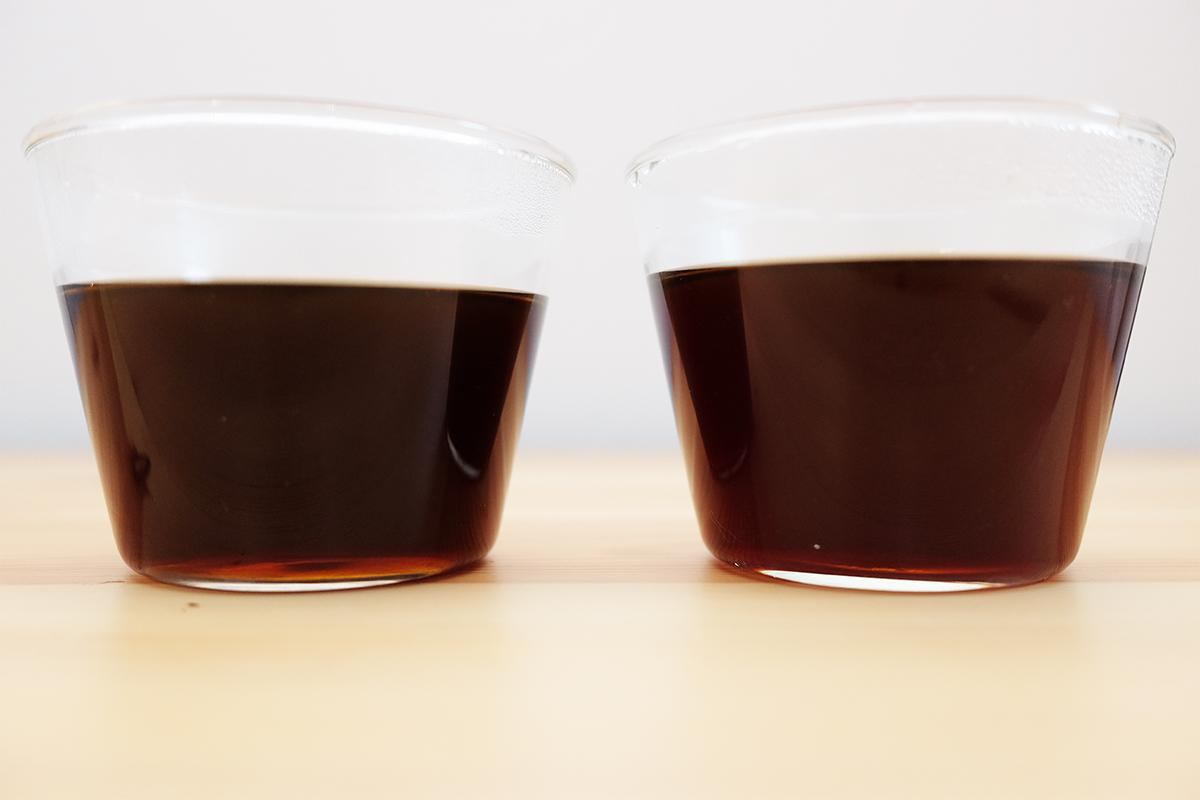 コーヒーが入った2つのグラス