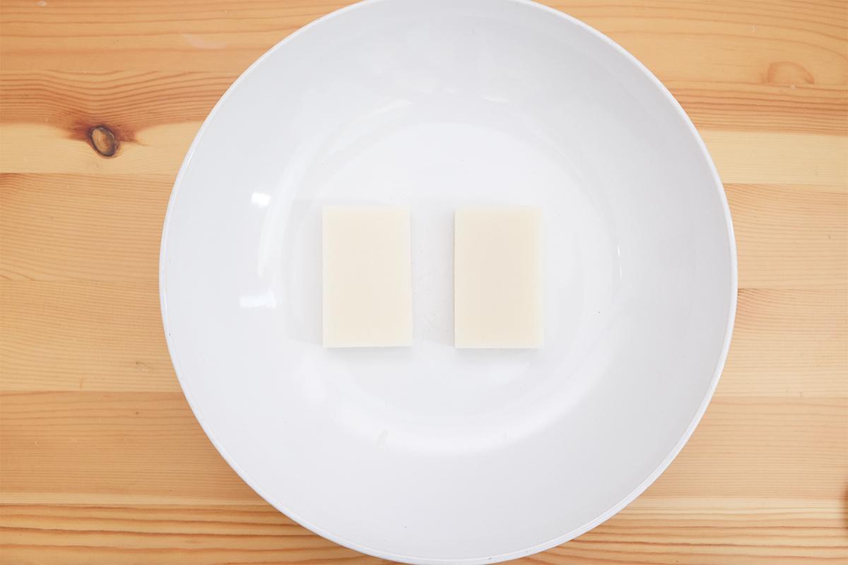 皿に乗った切り餅