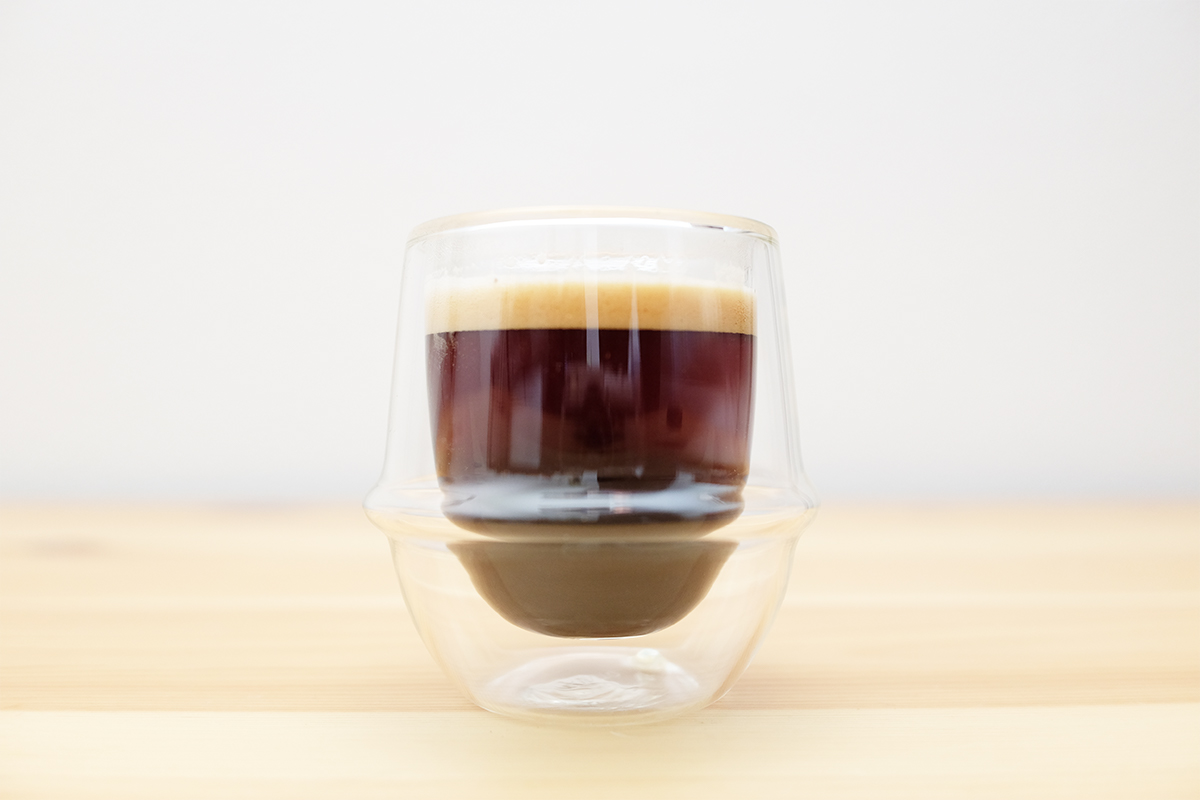 リロコーヒーエスプレッソブレンドで抽出したエスプレッソ
