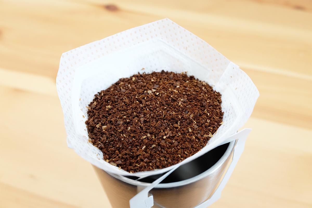 コーヒー粉を入れたマイカフェドリップフィルター