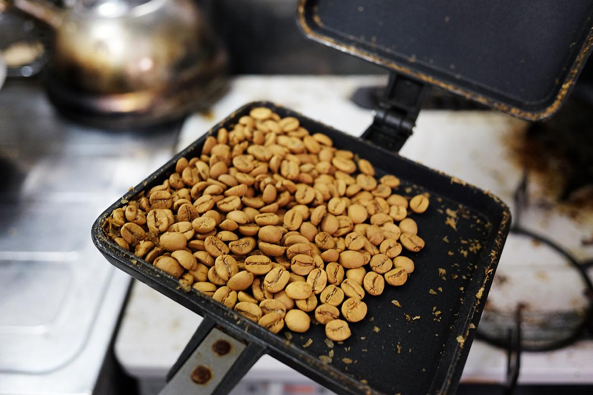 ホットサンドメーカーで焙煎して15分経過したコーヒー豆