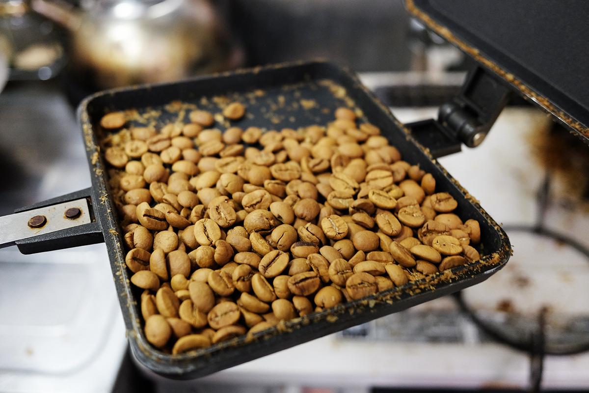 ホットサンドメーカーで焙煎して20分経過したコーヒー豆