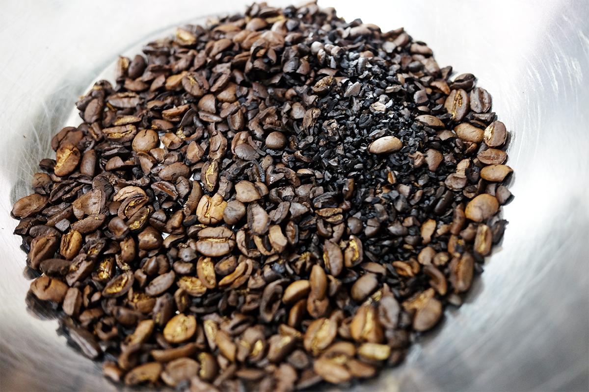 焙煎した粉砕したコーヒー豆
