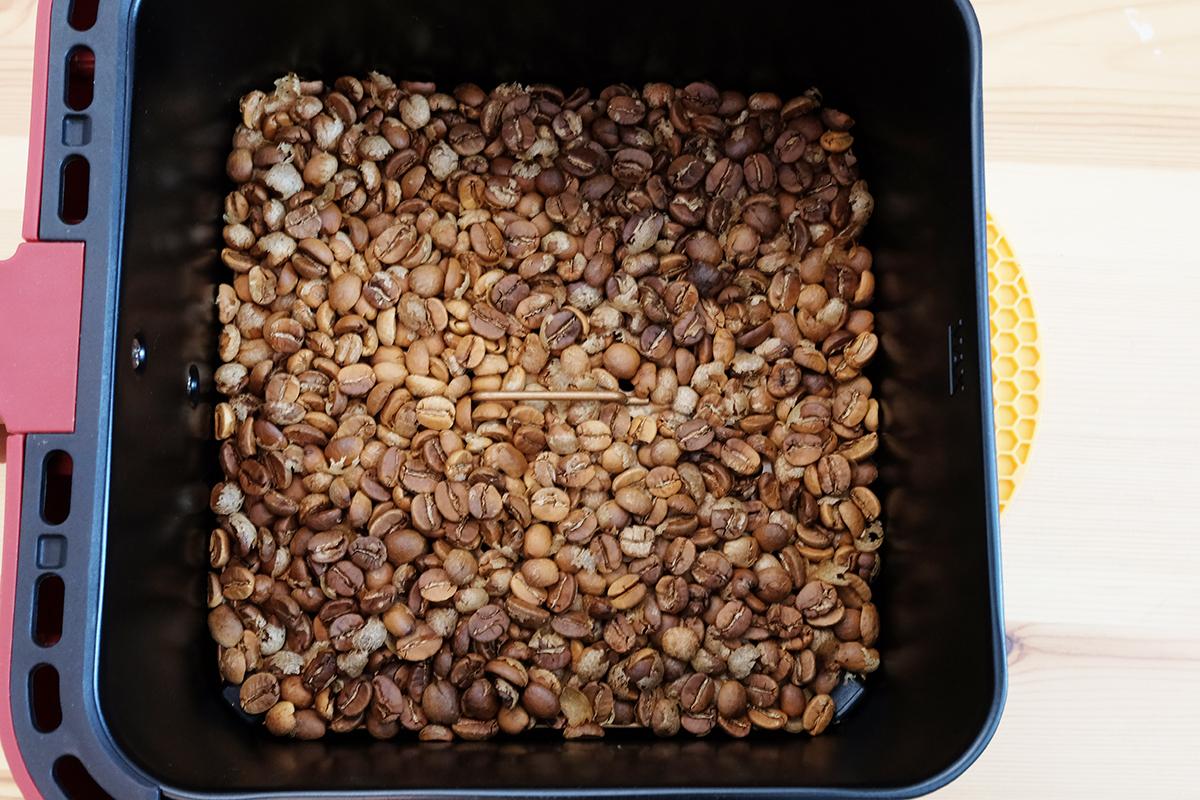 ノンフライヤーで15分焙煎したコーヒー豆
