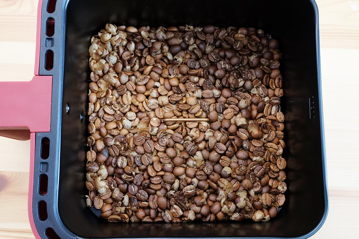 ノンフライヤーで25分焙煎したコーヒー豆