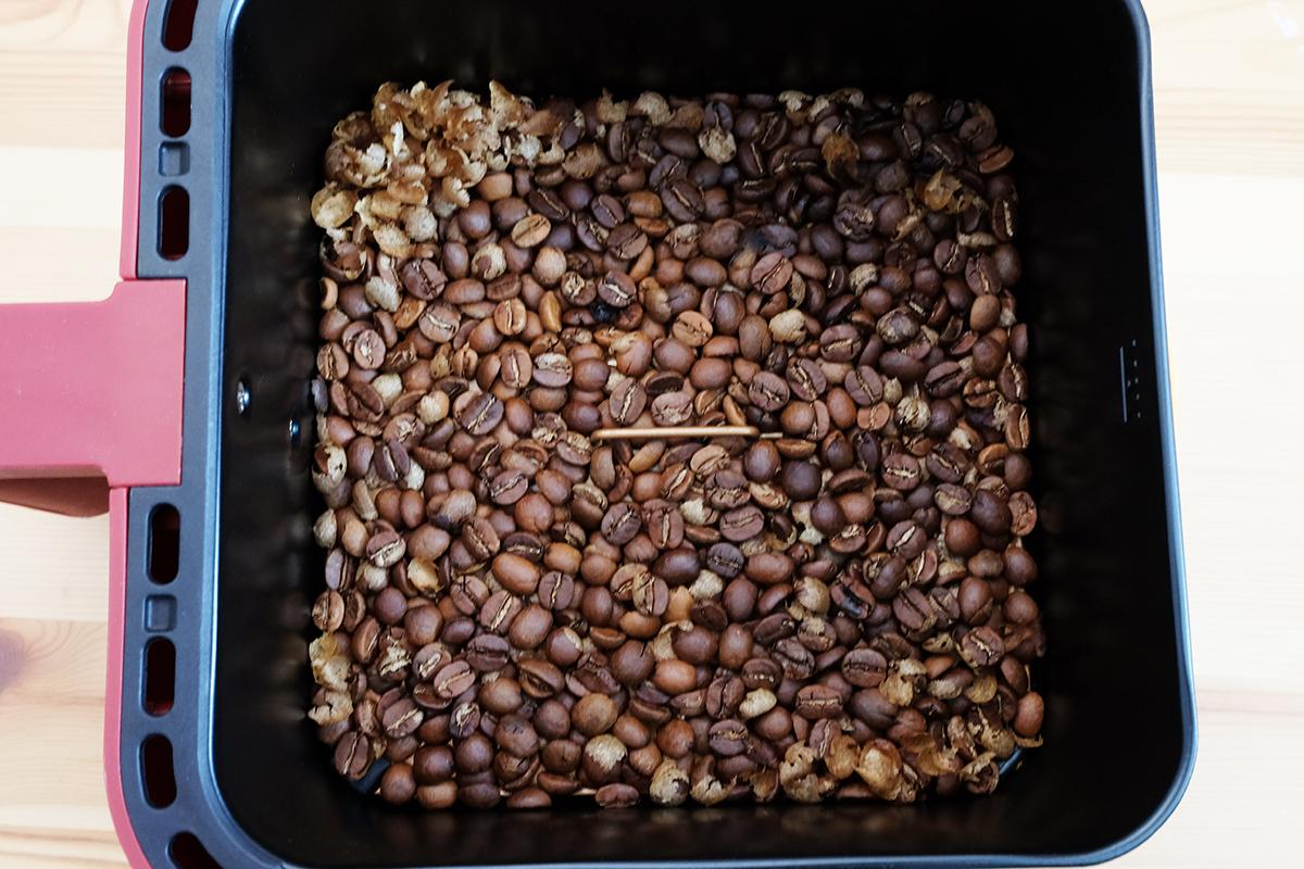 ノンフライヤーで35分焙煎したコーヒー豆