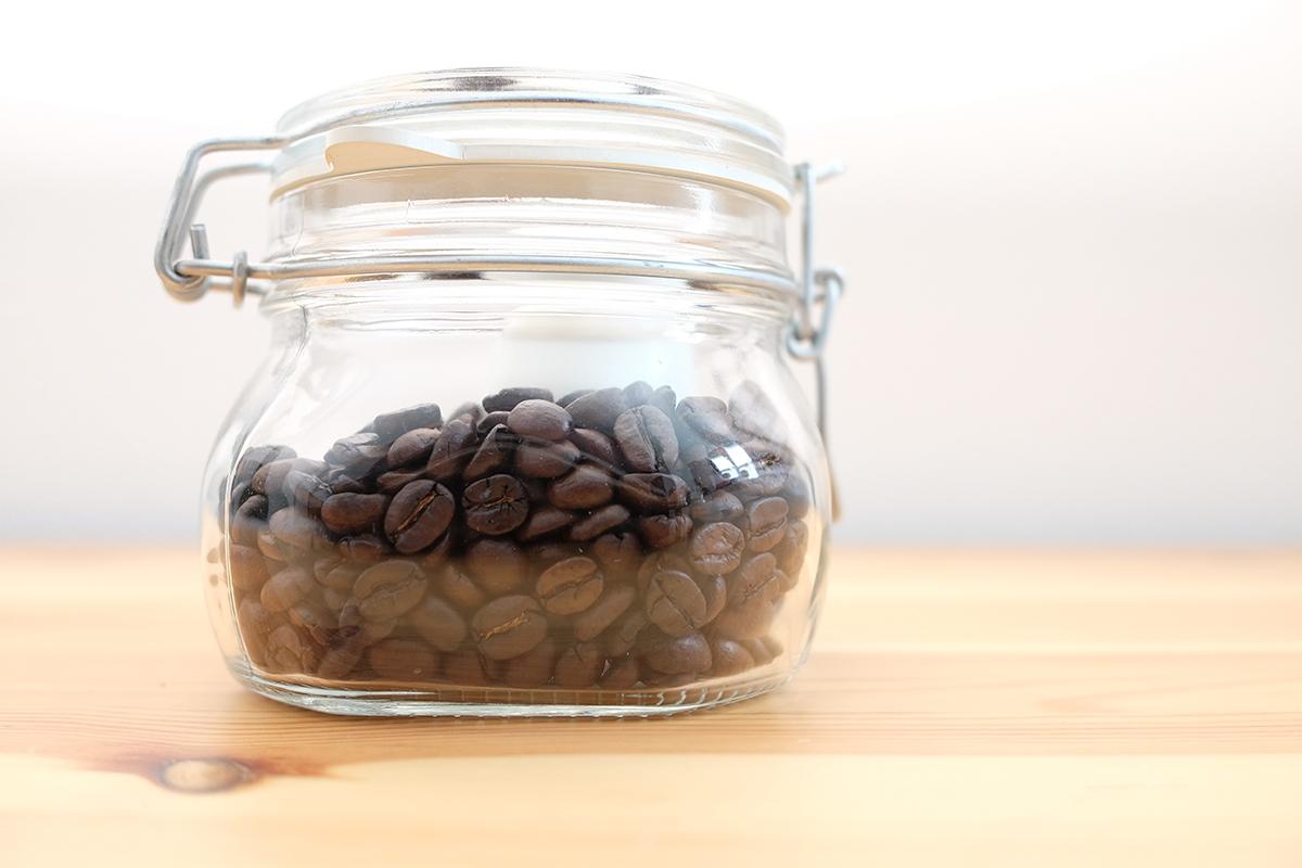 瓶詰めのフルシティローストコーヒー
