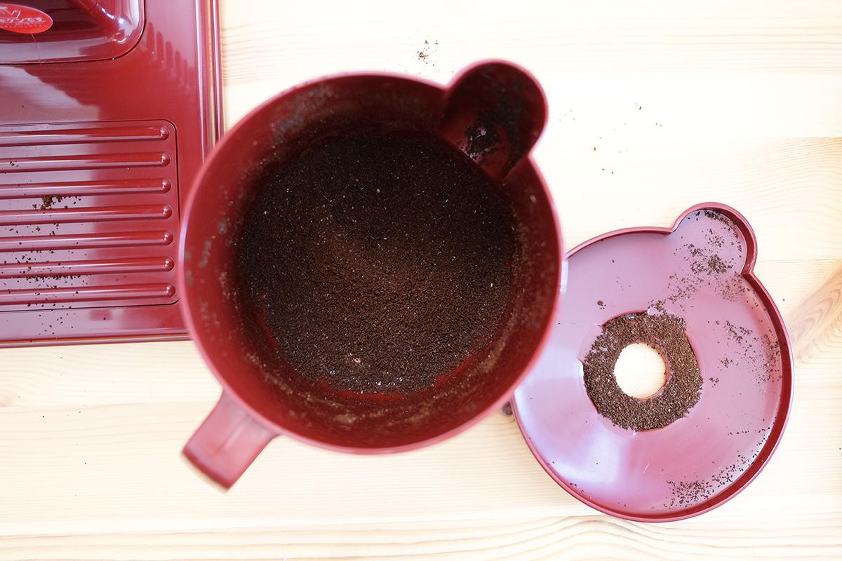 みるっこでコーヒー豆を挽いた後の粉受け