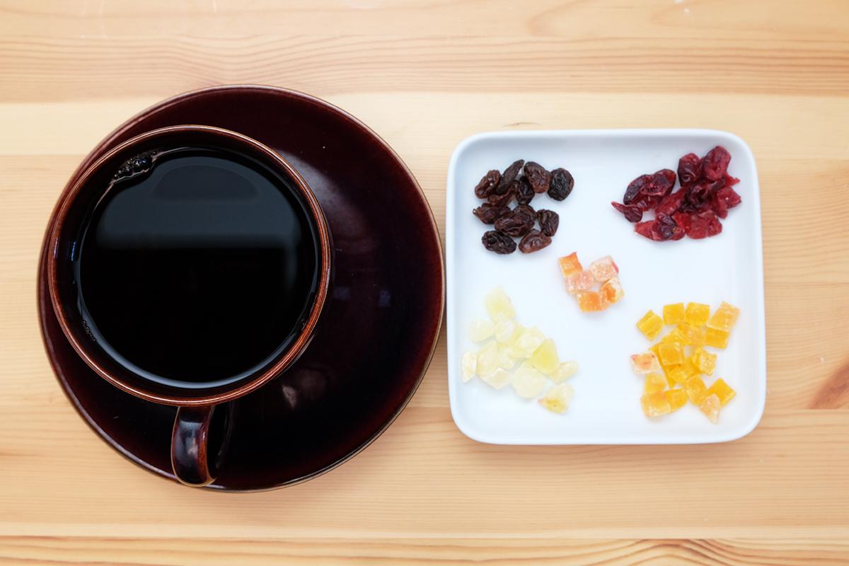 コーヒーとドライフルーツ