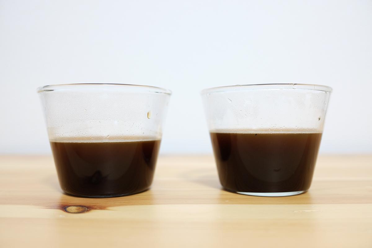 フレンチプレスで抽出した2杯のコーヒー