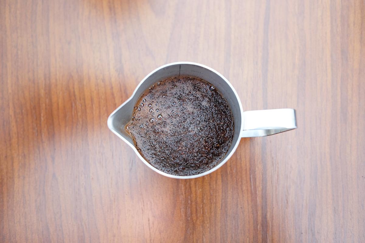 コーヒーが入ったミルクピッチャー