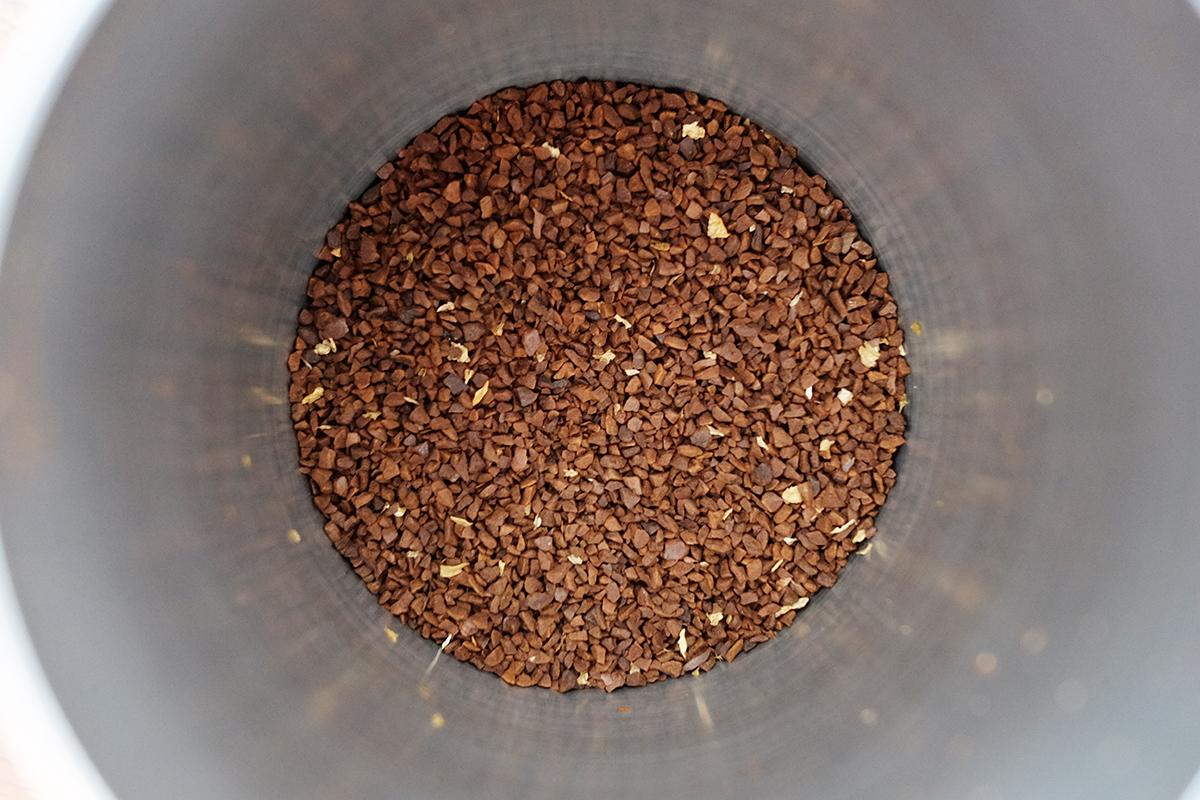 微粉を取り除いた浅煎りのコーヒー粉