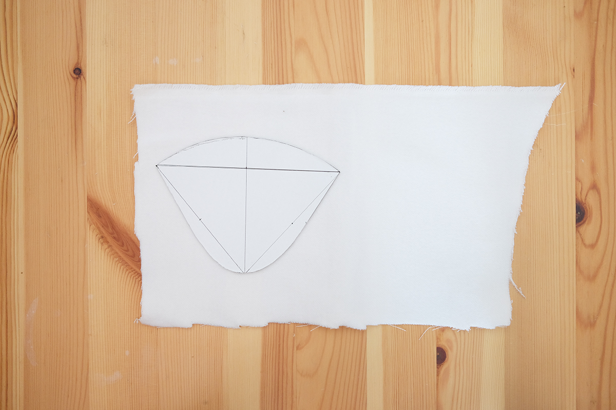 型紙をのせたネル生地