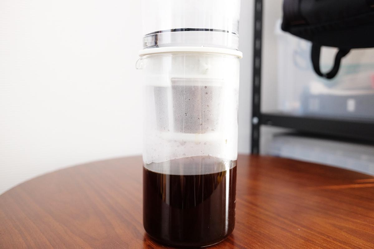 抽出中の水出しコーヒー