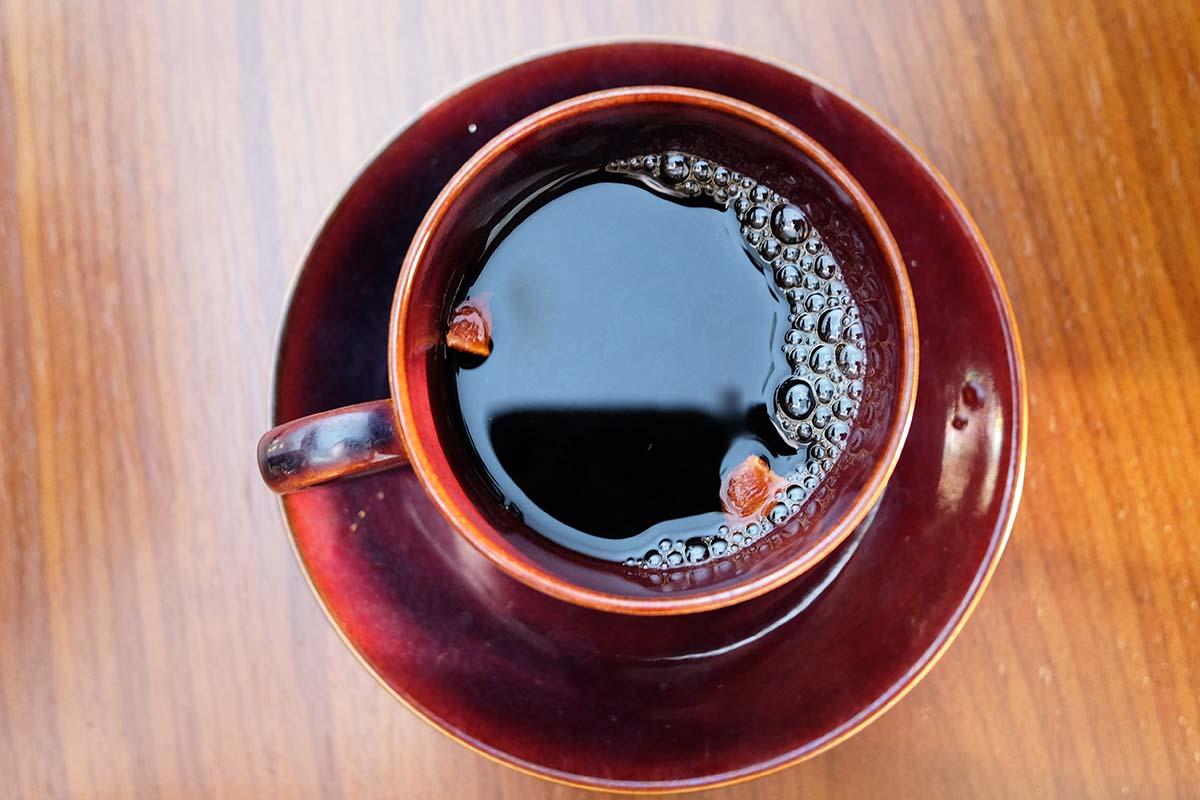スターアニスを浮かべたコーヒー